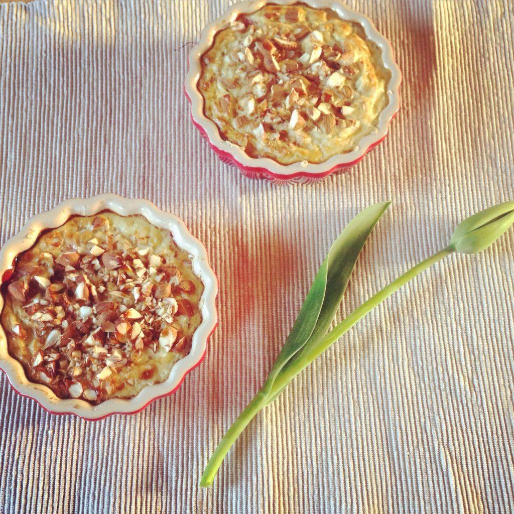 Tærte med blomme, havregryn og mandelcrumble til morgenmad