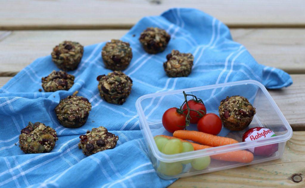 Glutenfri low fodmap stenaldermuffin med tranebær og chokolade til børnenes madpakke